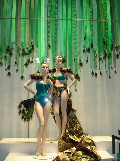 Ideas Para Decorar El Techo Del Baño:Store Window Display Idea