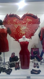 ideas decorar escaparate san valentin
