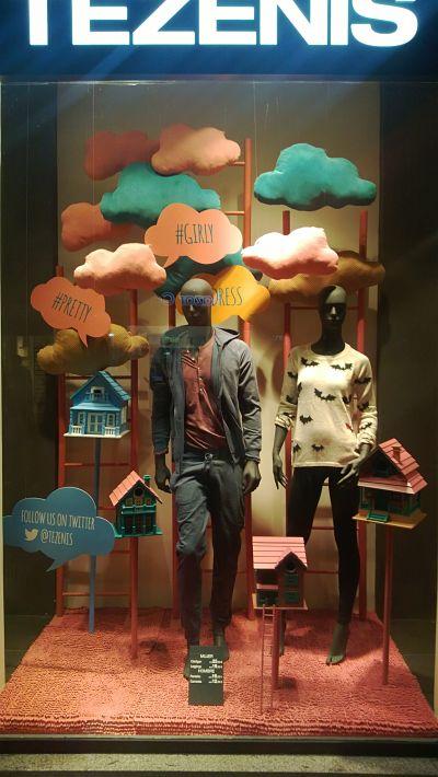 Oto o escaparate con nubes de tela blog escaparatismo - Como iluminar un escaparate ...