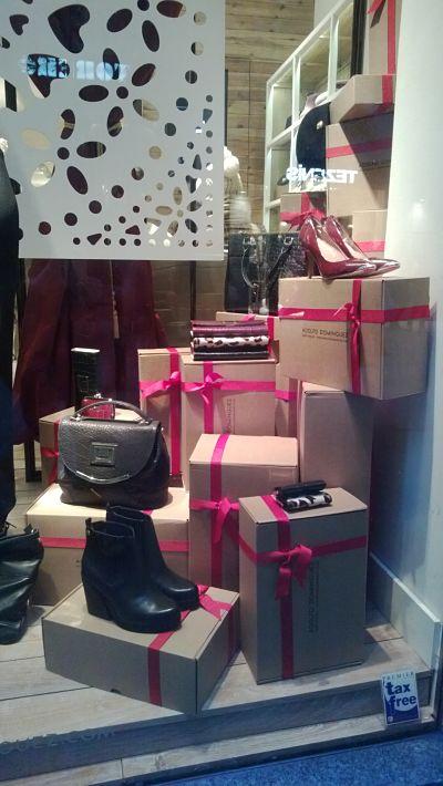 Navidad escaparate con cajas se cart n blog escaparatismo - Ideas escaparate navidad ...