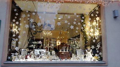 Navidad escaparate decorado con estrellas blog escaparatismo - Adornos de navidad para escaparates ...