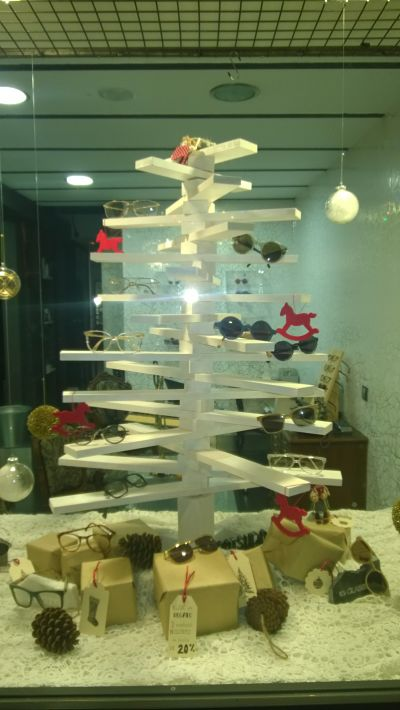 Blog escaparatismo ideas faciles originales para decorar - Ideas escaparate navidad ...
